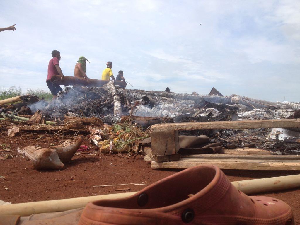 Aldeia Terena destruída por reintegração de posse. Foto: povo Terena