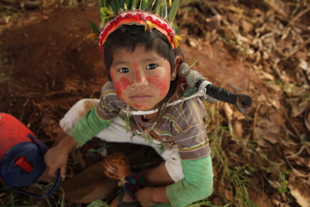 Comunidade indígena Guarani Ñandeva de Yvy Katu, municípios de Japorã e Iguatemi (MS), fronteira com o Paraguai. Foto: Ruy Sposati/Cimi
