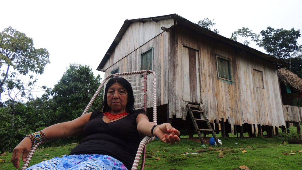 Marina Jaminawa, filha do pajé Carlito, na aldeia Kayapuka. Foto: Paola Mallmann/Cimi AO